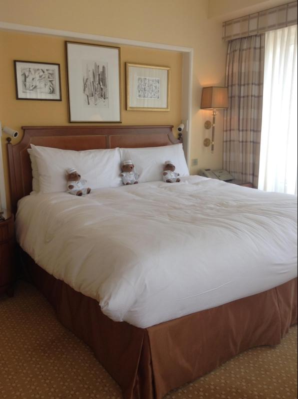 Peninsula bed